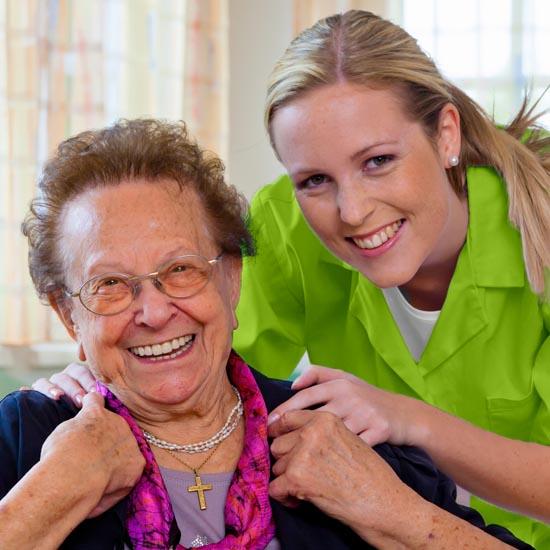 Pflege in Ihrer gewohnten Umgebung, mit dem Pflegedienst Rosenrot - familiäre Seniorenpflege.